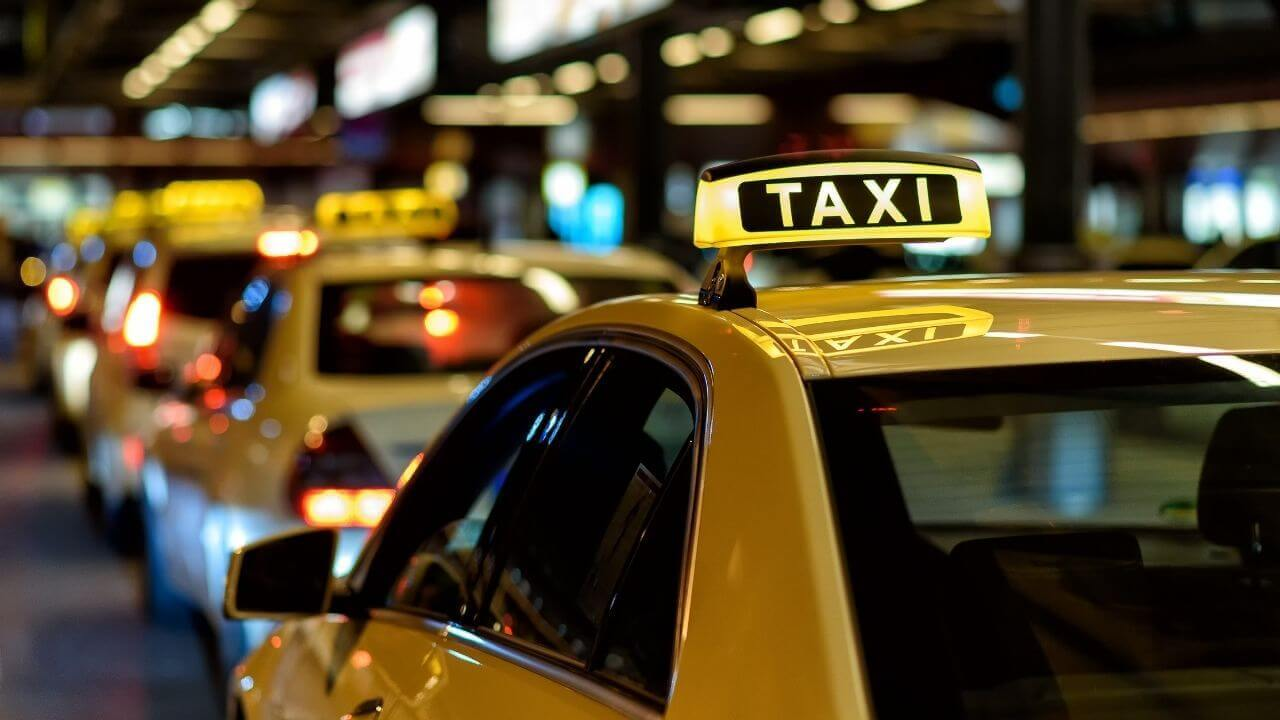 taxi-services-having-good-reviews-should-be-chosen-for-safe-&-secure-travel